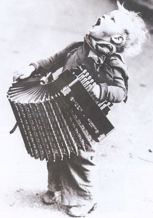 Маленький музыкант, 1920-е.