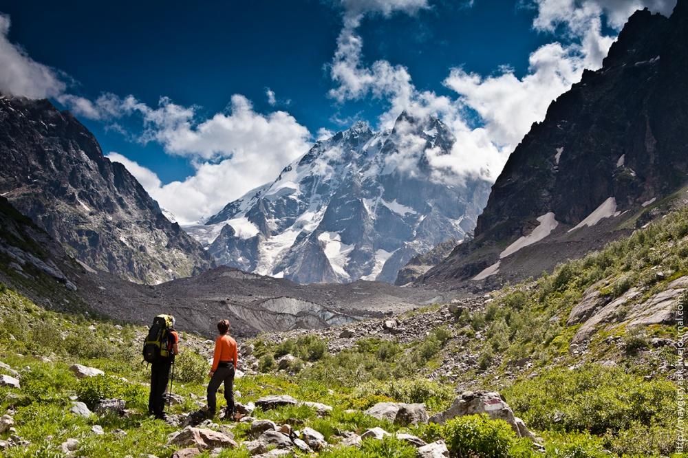 Гора Ушба— мечта альпиниста иодна изсамых живописных вершин Кавказа сдвойной вершиной.