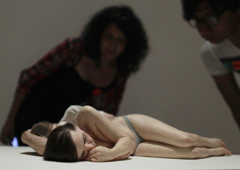Гипернатуралист Рон Мьюек и его огромные реалистичные скульптуры