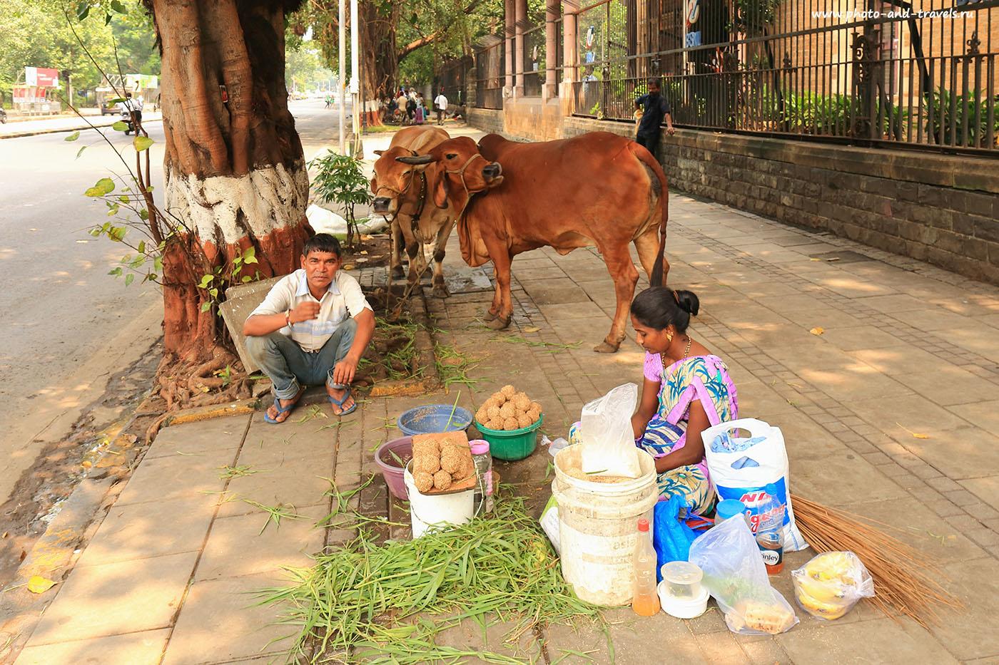 Фотография №10. Люди на тротуарах Мумбаи. Отзыв о поездке в Индию дикарем. (24-70,1/125, 0eV, f9, 24 mm, ISO 640)