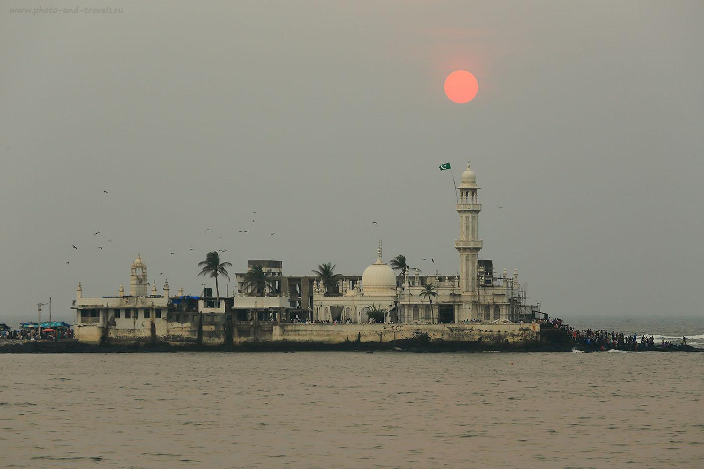 24. Мечеть Хаджи Али в Мумбаи (Haji Ali Dargah). Отчеты о путешествии по Индии. Фотоаппарат Canon EOS 6D. Объектив Canon 70-200/4. Настройки при съемке: 1/200, -1eV, f9, 169 mm, ISO 100)