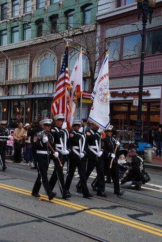 Пожарные с флагами и топорами