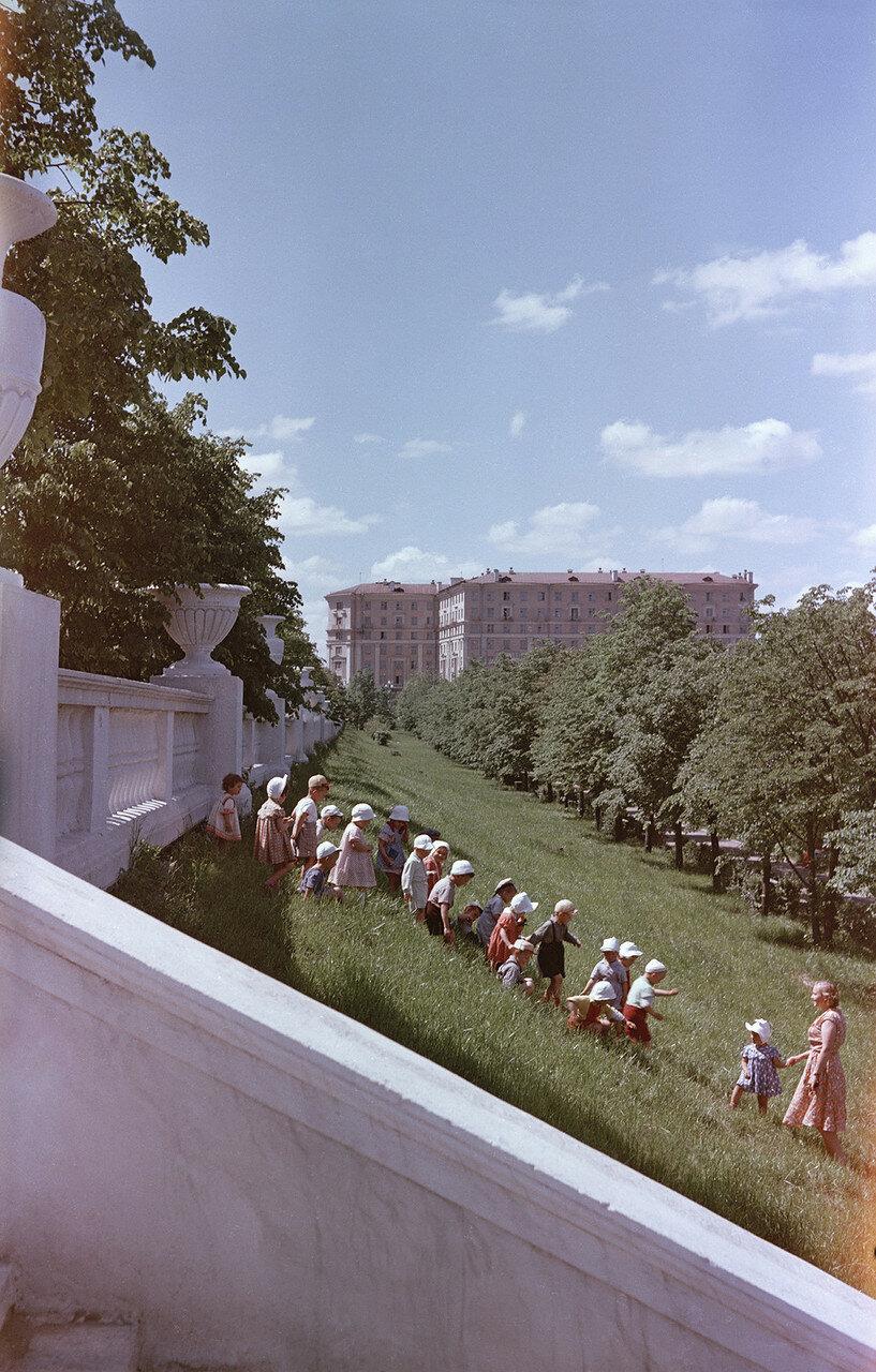 Minsk, v skvere na prospekte Stalina by MSavin.jpg