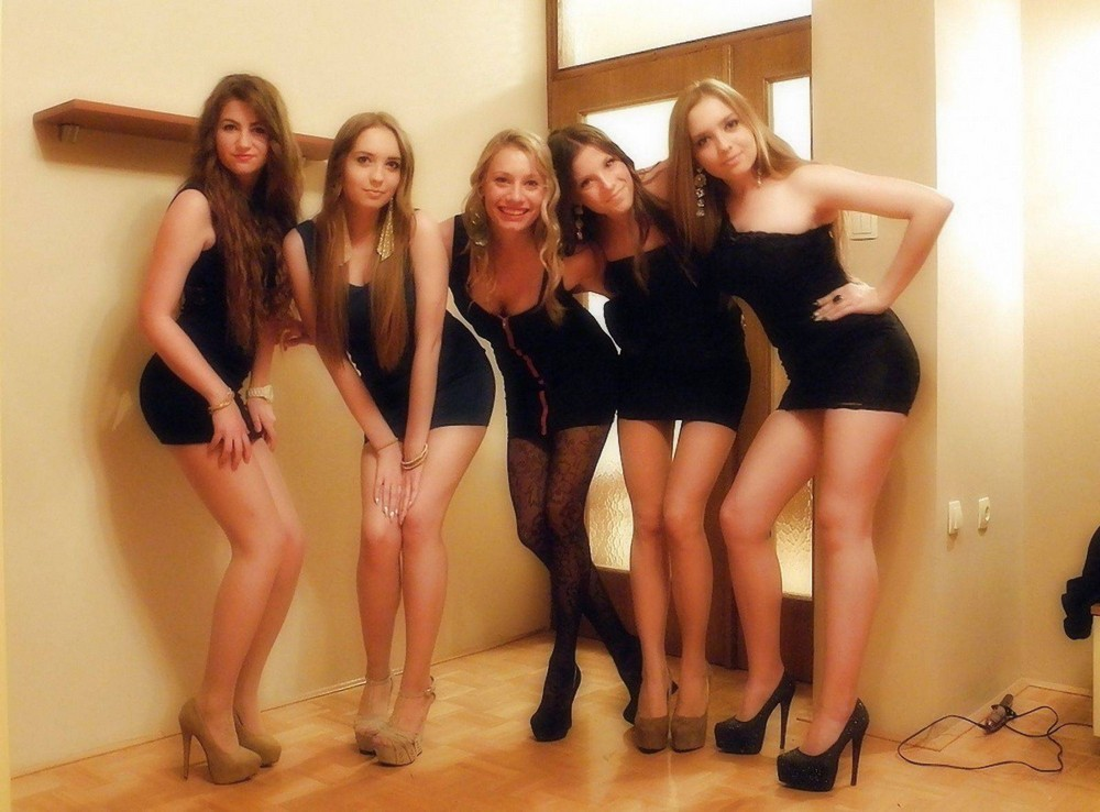 Two nubile girls dress in slutty clothes for lesbian pussy eating in dorm room  777461