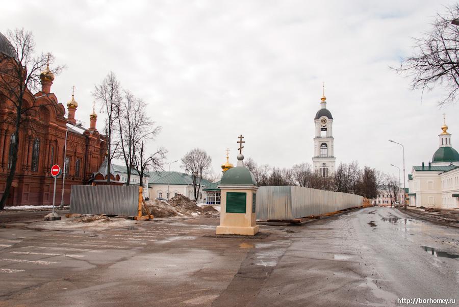 монастырская площадь забор