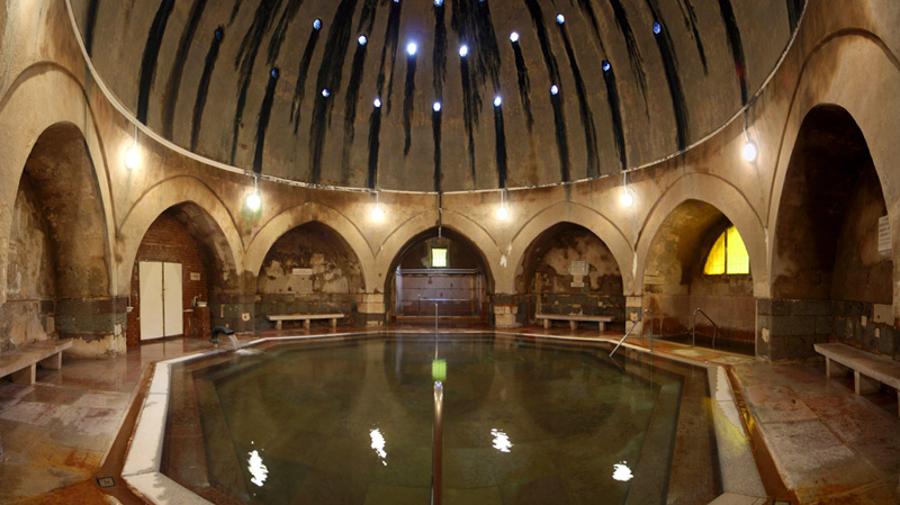 Купальни выстроены в турецком стиле