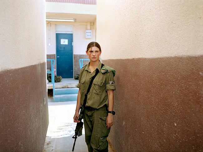 Фотограф Рейчел Папо и ее Номер 3817131 (девушки в израильской армии)