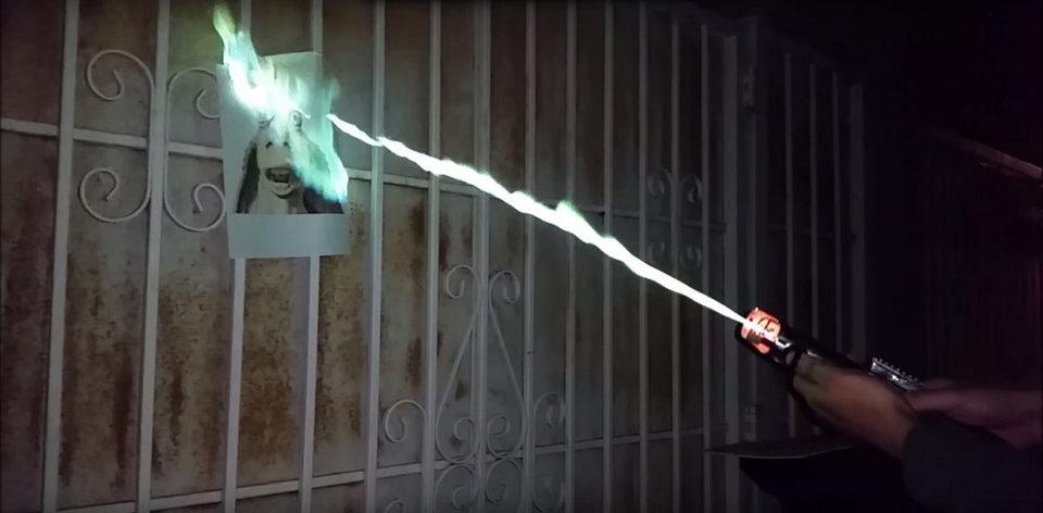 Самое главное и популярное оружие Звездных войн. Но настоящие световые мечи, созданные по большей ча