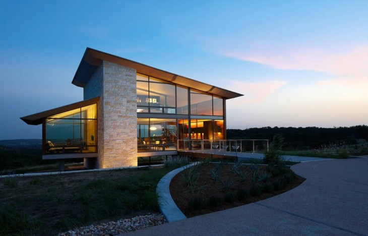 The owners wanted to maximize their view to the natural environment of the Texas Hill Country, to be