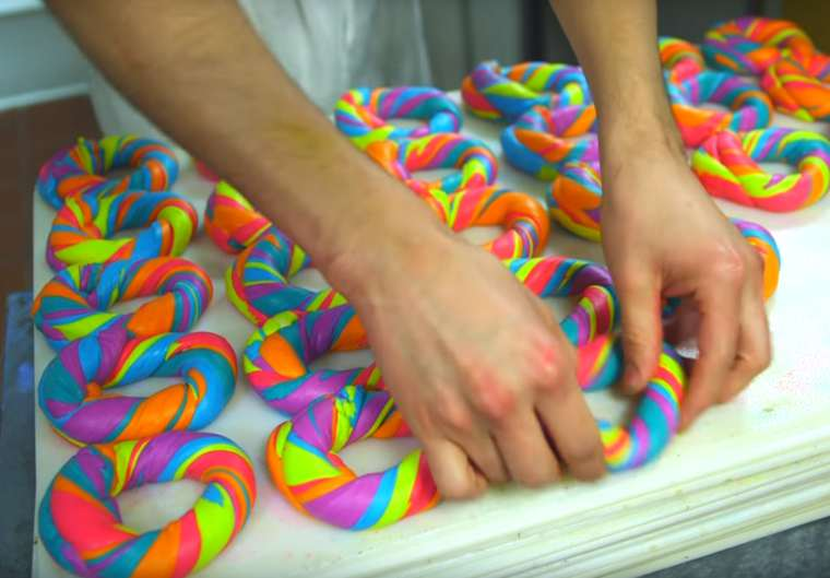 Rainbow Bagels - The ultra-colorful breakfasts from a New York restaurant