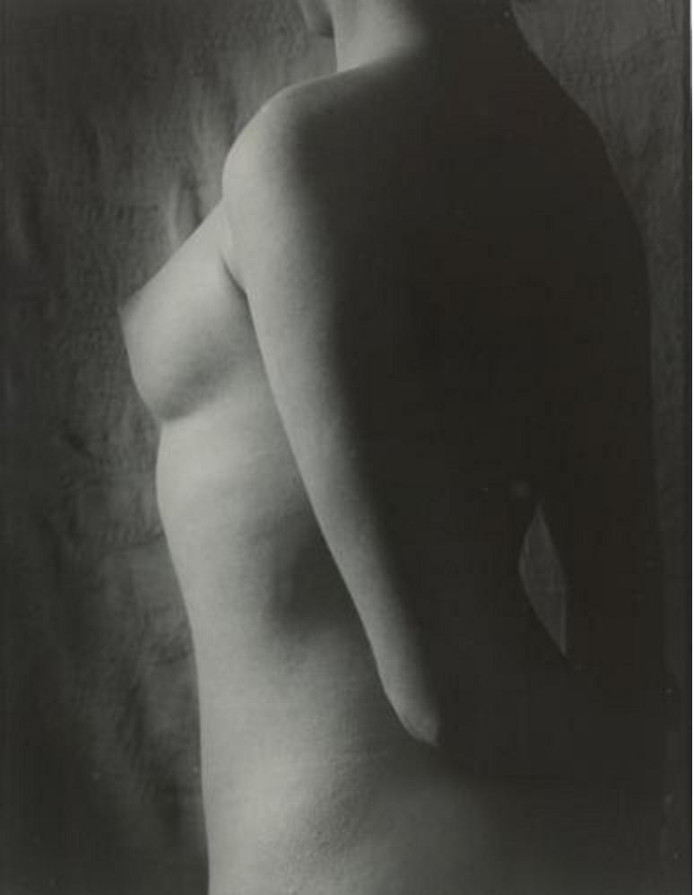 1930. Ню (вертикаль)