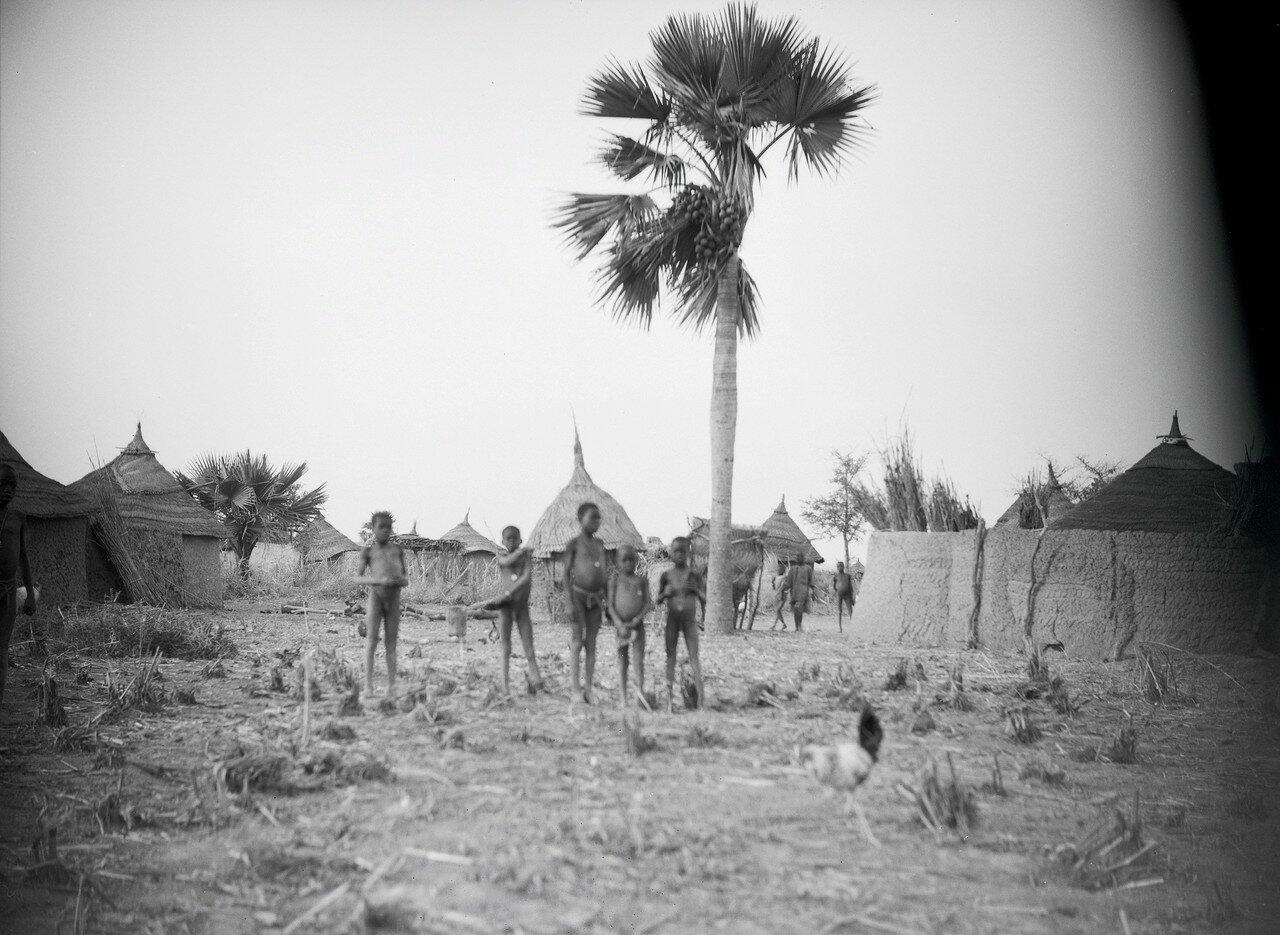 Дети в африканской деревне