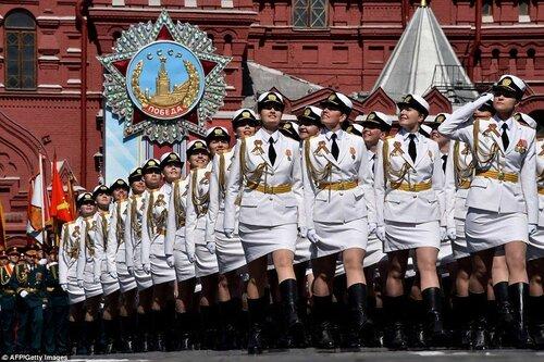 """Российская """"армия в мини-юбках"""" шокировала Запад"""