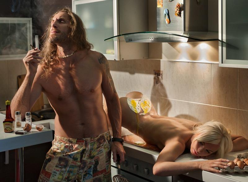 Голые хозяюшки на кухне