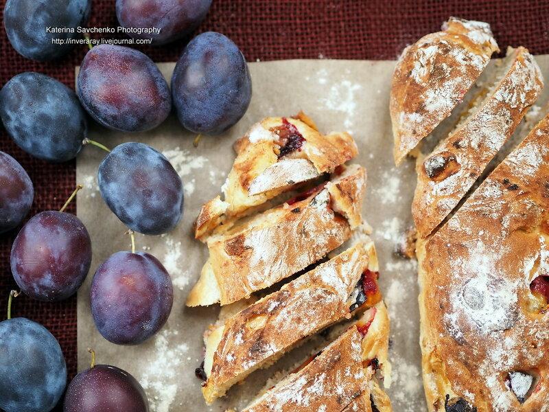 Хлеб со сливами и марципаном
