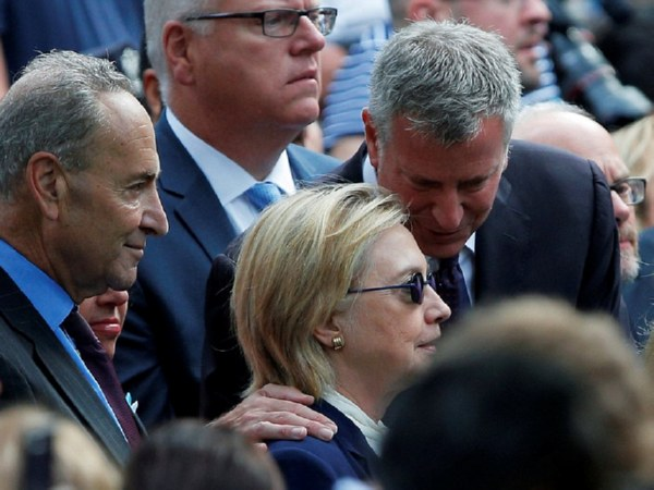 Хиллари Клинтон потеряла сознание впроцессе  церемонии памяти жертв 11сентября