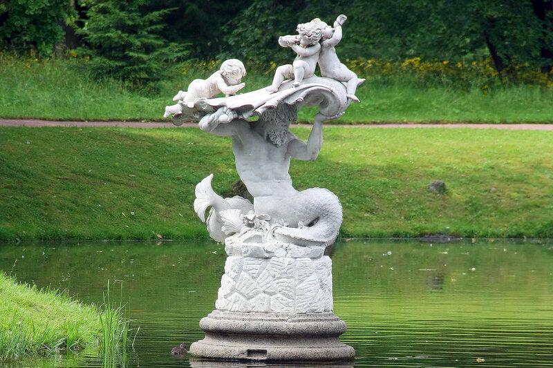 Мраморная скульптура ТРИТОН у берега Китайского пруда. Ораниенбаум