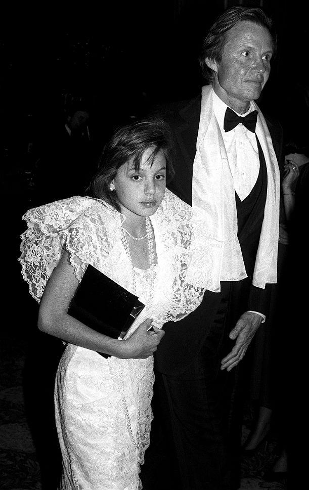 Первым светским мероприятием для маленькой Джоли стала церемония вручения премии Оскар, где она