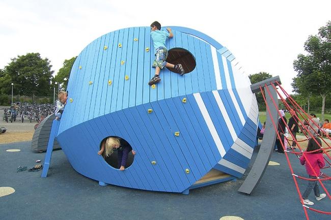 Детская площадка вотеле Тиволи