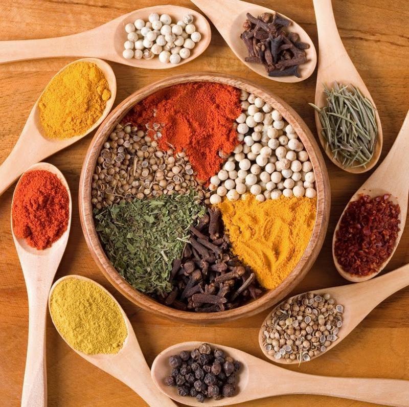 Возвращаем аромат долго хранившимся специям Специям, орехам и приправам можно вернуть былой аромат п