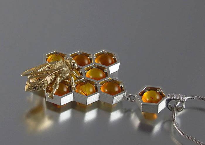 Украшения в виде пчелиных сот (11 фото)
