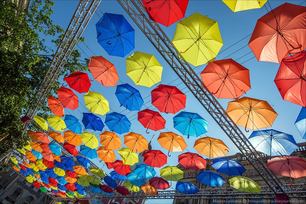 Аллея парящих зонтиков