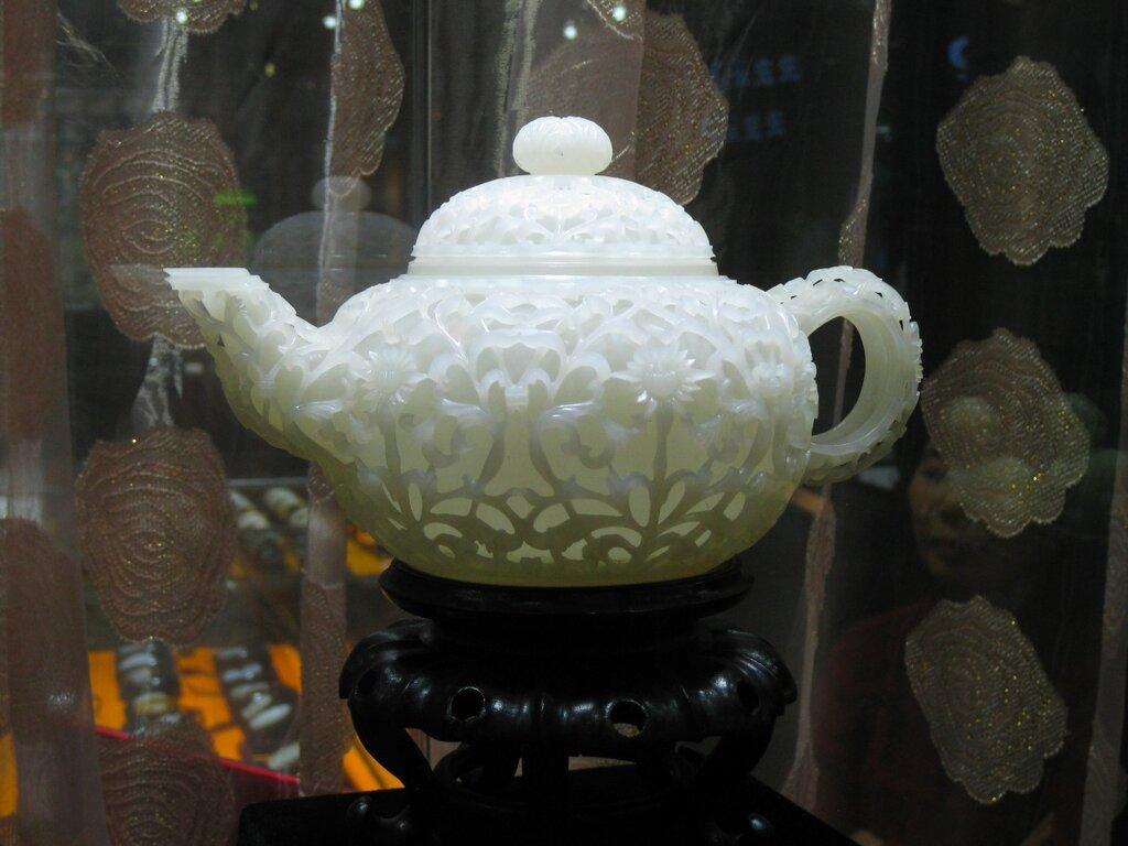 Нефритовый резной чайник