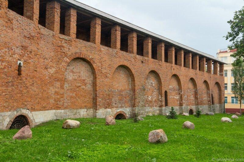 Крепостная стена, валуны, Лопатинский сад, Смоленск