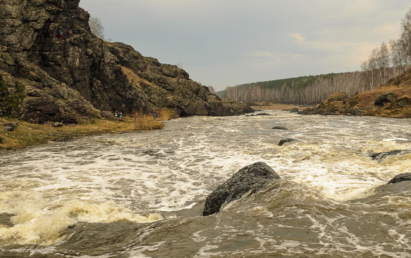 Фотография 23. Порог Ревун снизу, снято с прибрежного камня на реке Исеть