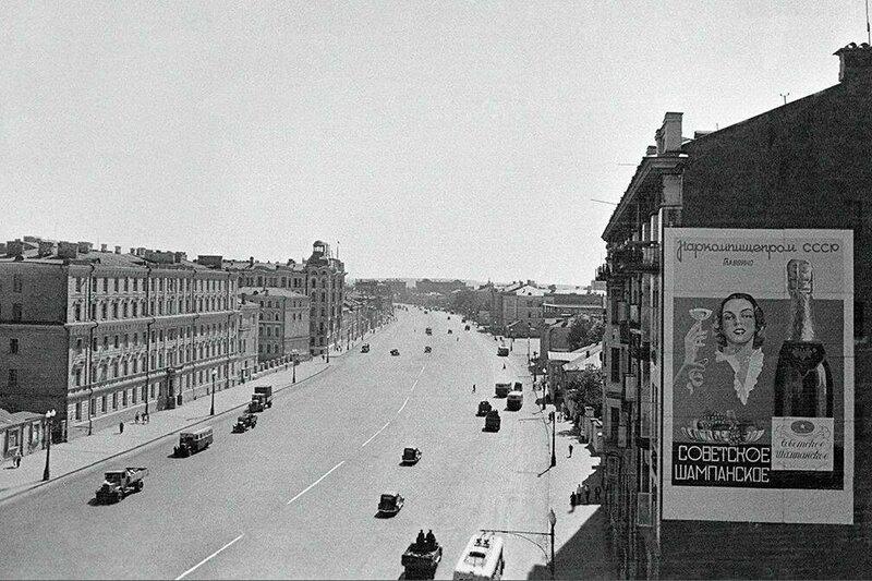 501915 Движение транспорта на Садовом кольце 1940 Анатолий Гаранин.jpg