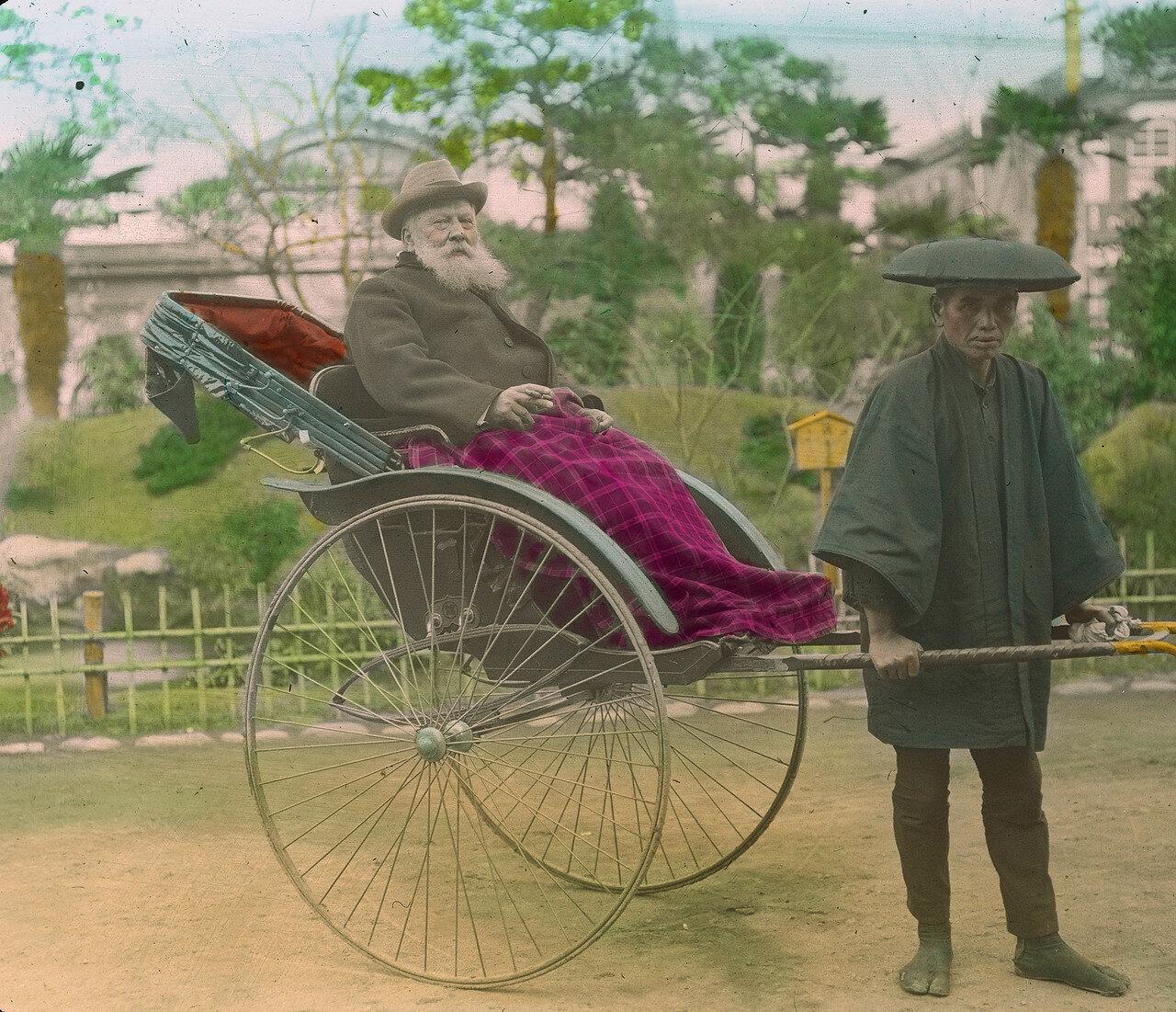 Кобе. Рикша с европейским туристом