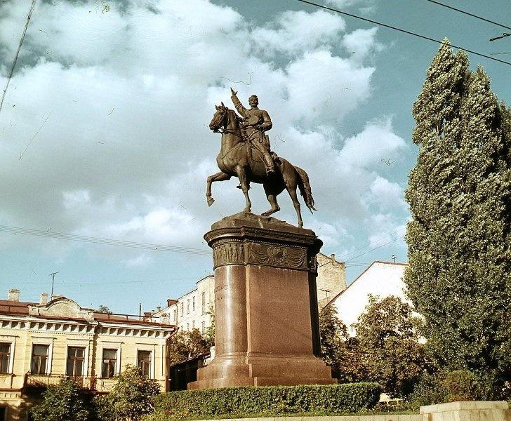 1950е Киев. Памятник Николаю Щорсу. Шагин.jpg