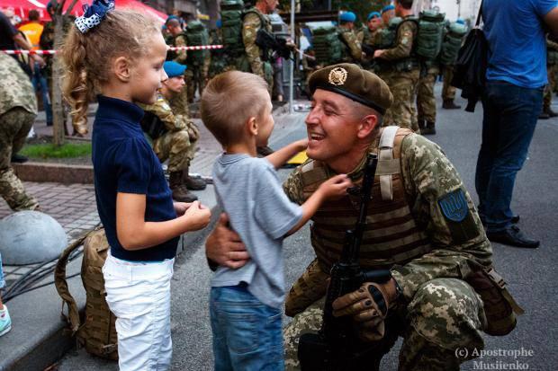 """""""Мы шагаем по ним, мы отдаем дань ребятам, которые защищают нашу Родину!"""": бойцы АТО с радостным нетерпением ждут Парада"""