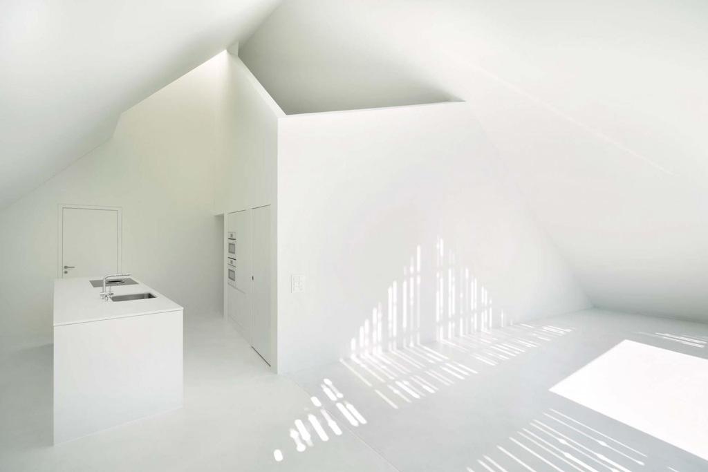 12_Dachgeschoss_Holzschalung_Licht_Schatten.jpg