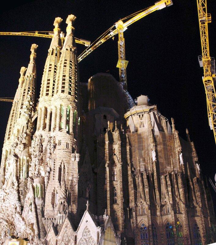 Ночная Барселона. Собор Святого семейства