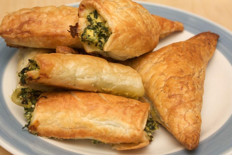 Блюдо для пикника: кабачки, лук и сыр в тесте