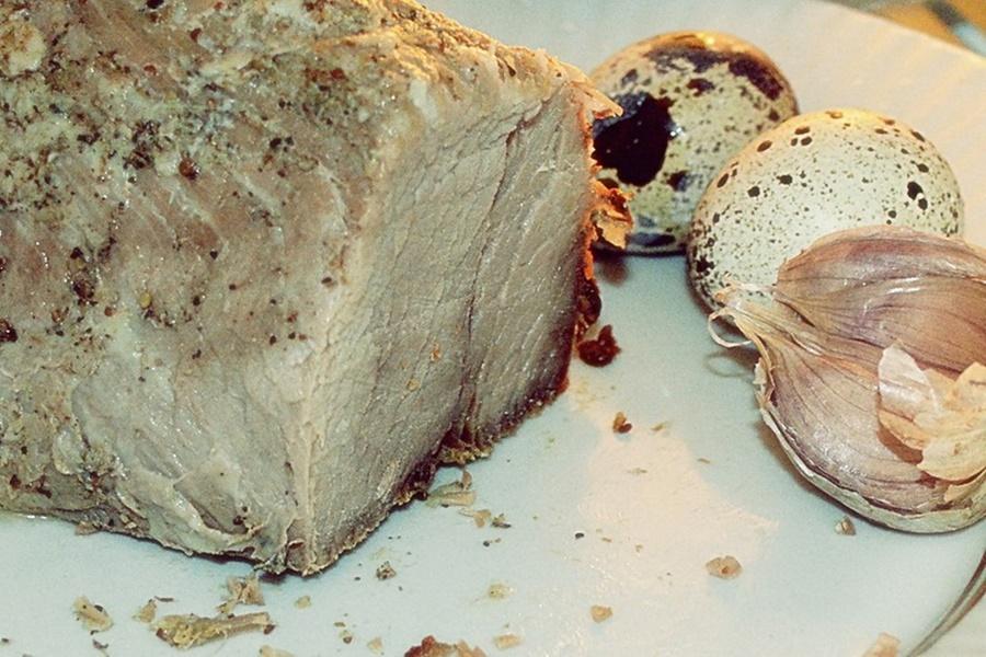 Ароматная и вкусная баранина с чесноком и мятой