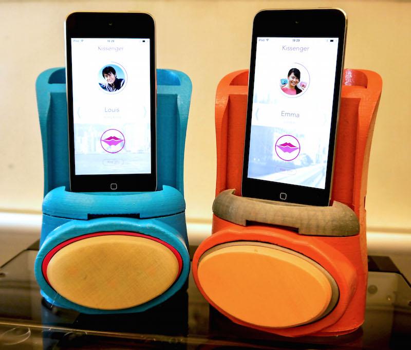 Устройство подключается к iPhone, iPod или iPad через аудиоразъем. Правда, пока приобрести это чудо