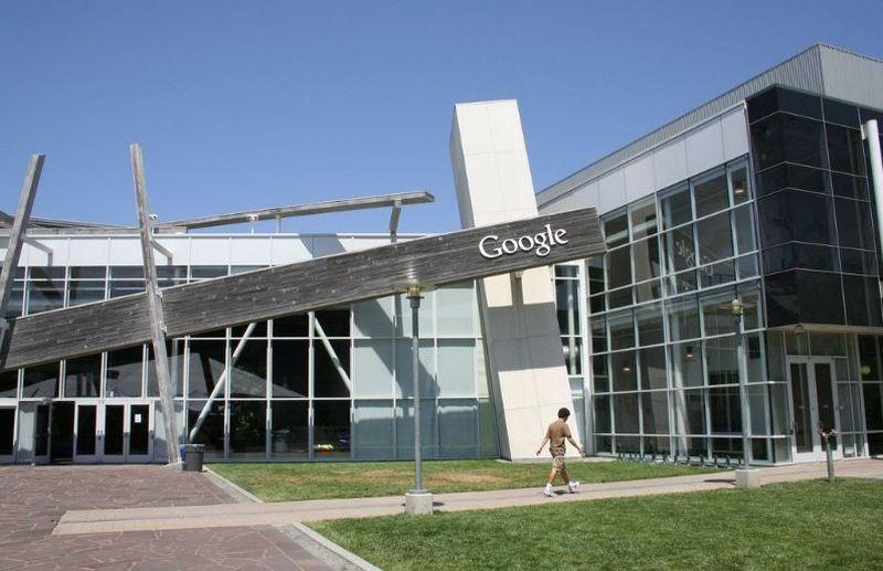 33. В 2003 году Google арендовала помещение Silicon Graphics для своего офиса. Позже ИТ-компания пол