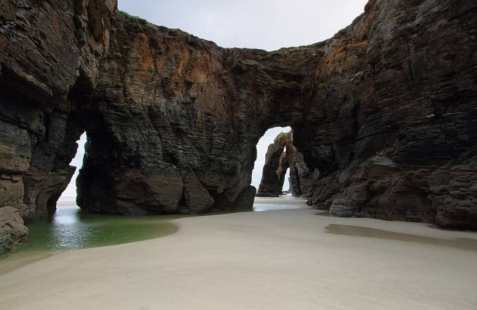 Плая де лас Катедралес, Галисия Плая де лас Катедралес или «Пляж Соборов» объявлен Памятником природ