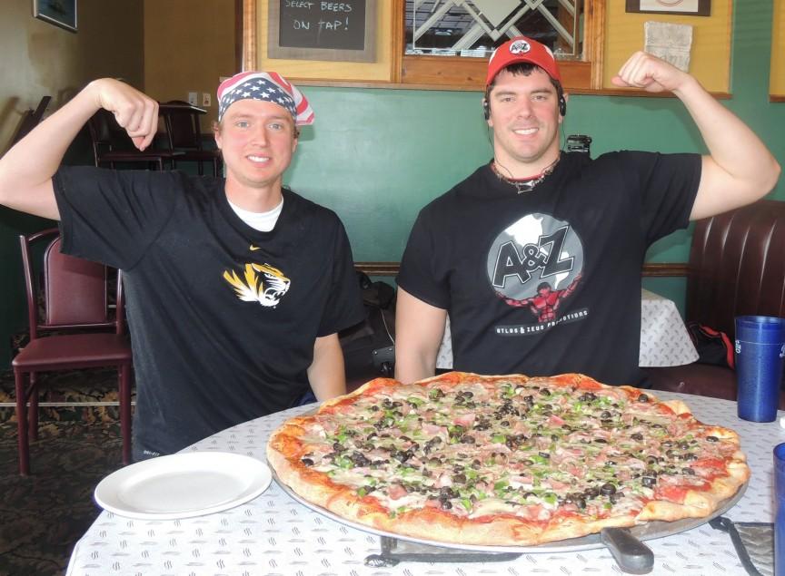8. Гигантская пицца Schiappa`s Если вы хотите получить свои деньги за заказ, то необходимо очень пос