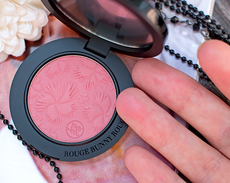 rouge-bunny-rouge-review-swatch-матирующая-основа-Metamorphoses-пудровые-румяна-For-Love-of-Roses-Gracilis-Отзыв-свотчи-макияж8.jpg