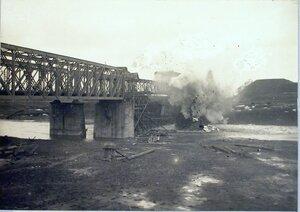 Взрыв ледяного затора на реке Вислоке вблизи станции.