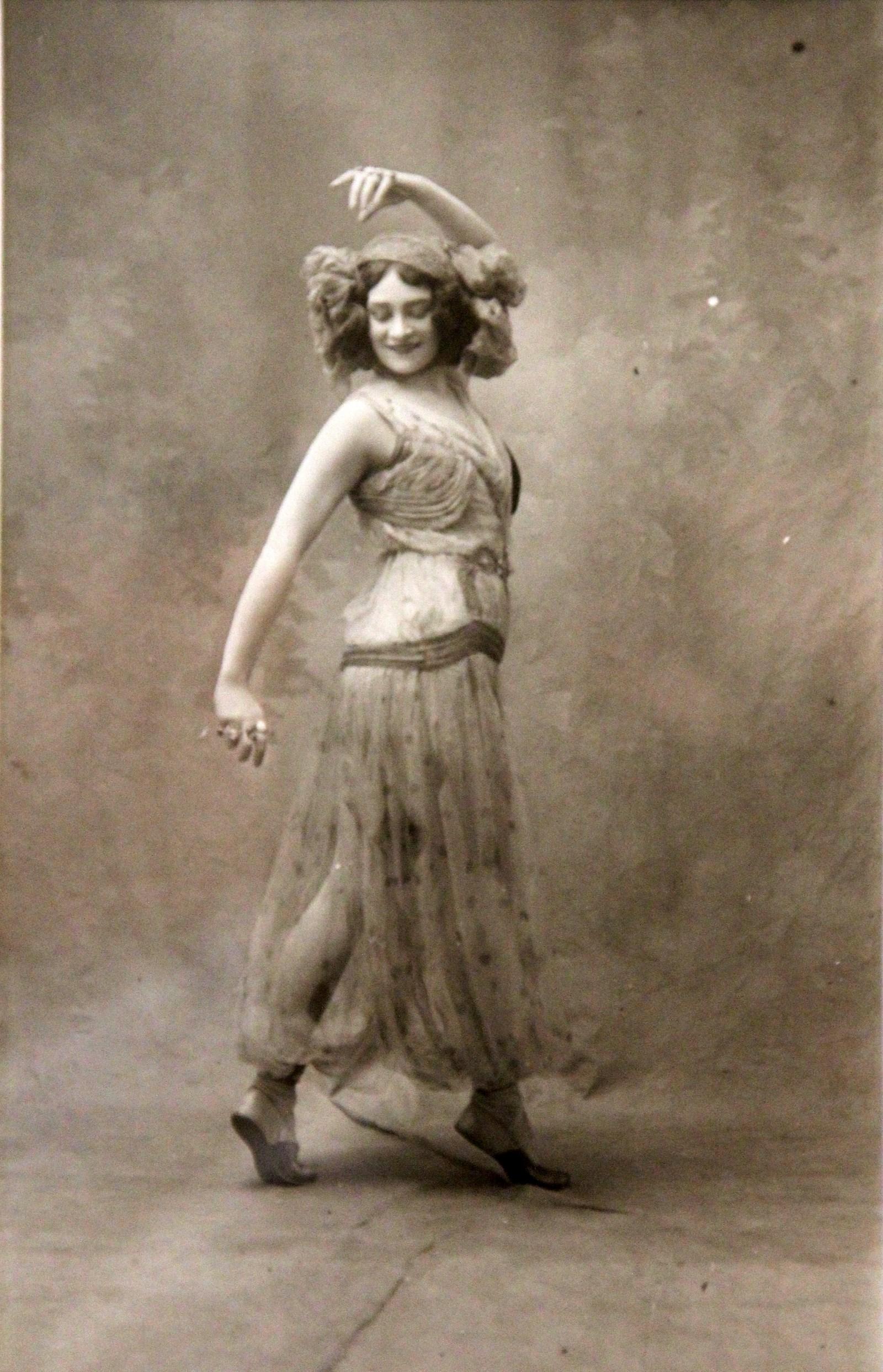 �.�. ������ � �������. ����� ����������� ����������� �����, ���������. 1914 ����������, ���������� �����-�����. �����-������������� ��������������� ����� ������������ � ������������ ��������� �������� �������: aldusku.livejournal.com