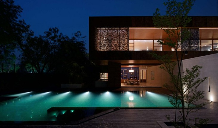 SPASM Design Architects designed this contemporary residence located in Ahmedabad, India in 2016. Ta