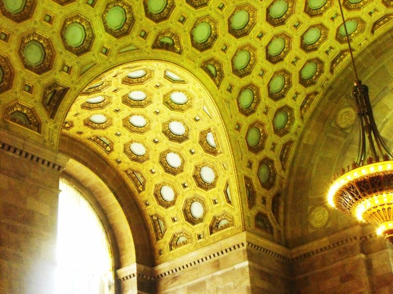 Потолок  в  большом  зале  Коммерческого  Банка  Канады.