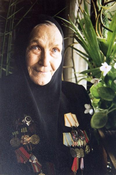 Наталия Владимировна Малышева монахиня Адриана c боевыми наградами.jpg