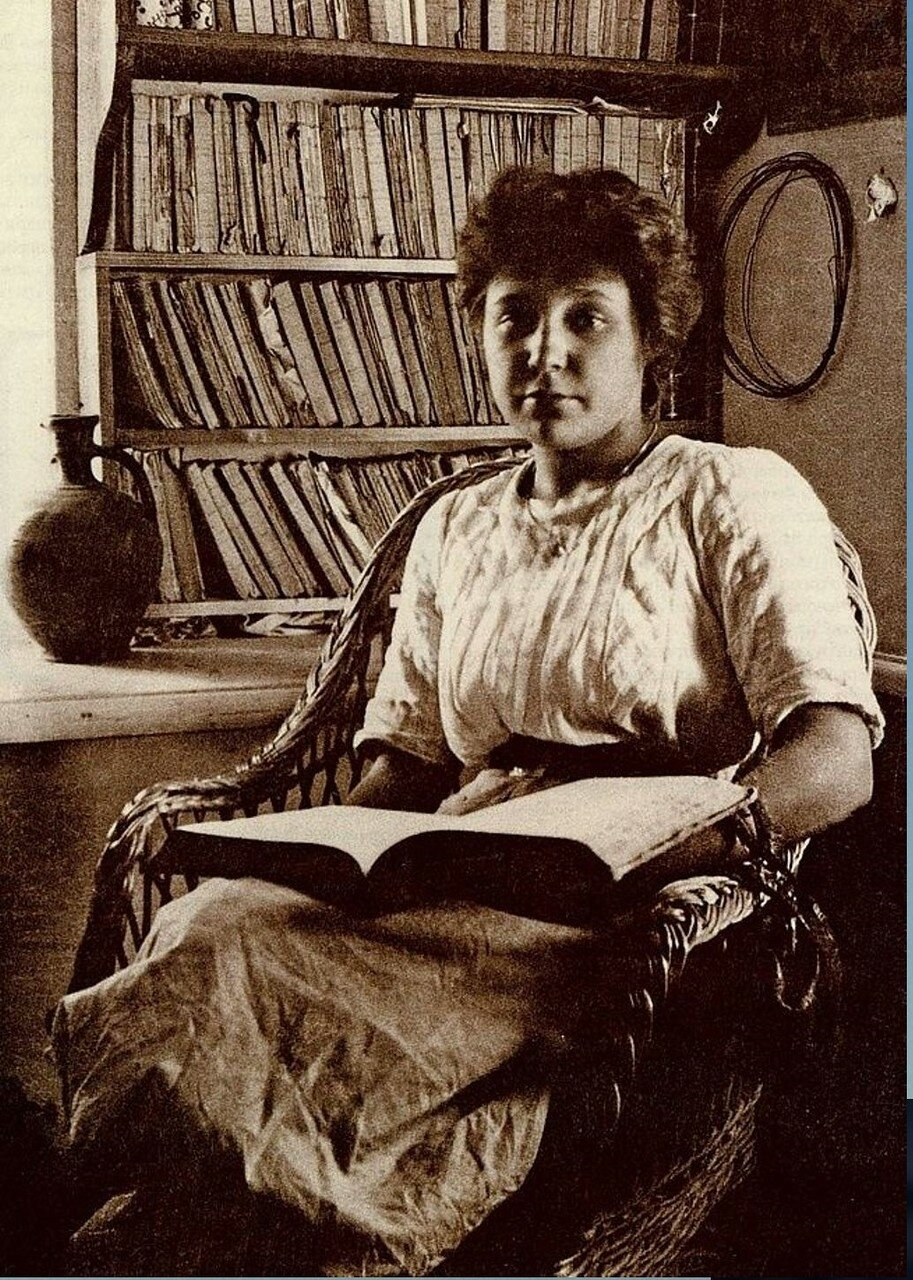 Марина Цветаева. 1911 год. Фото Максимилиана Волошина.jpg