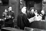 Евгений Халдей возле Германа Геринга на Нюрнбергском процессе. Khaldei_Goering.jpg