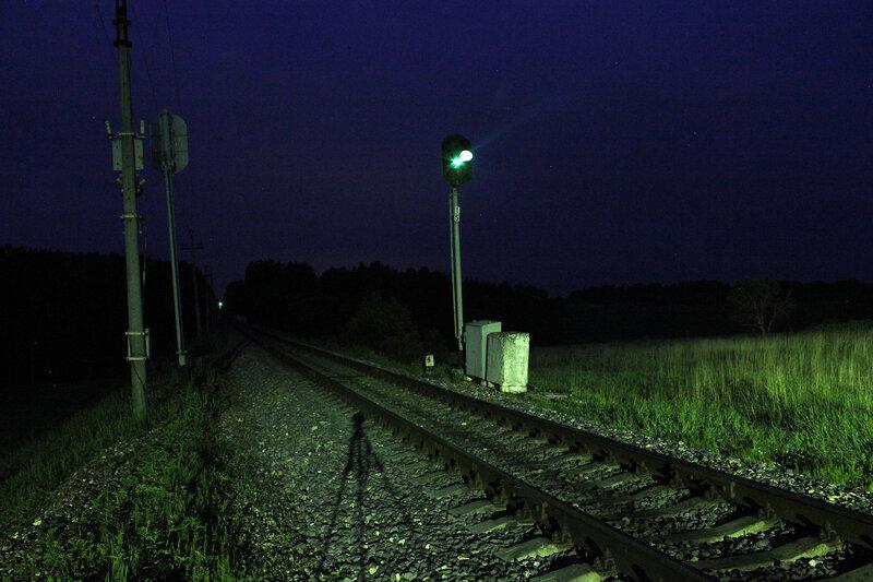 Светофор 15 перегона Осуга - Сычёвка у платформы 168 км, вид на мост через реку Осуга на Смоленскую область